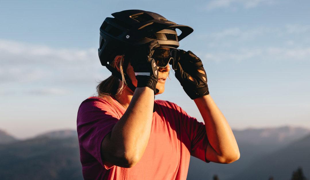 En la bici no te molestan las manos. Te molestan los guantes. Los guantes que no son Roeckl BI-FUSION.