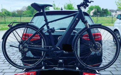 No hay mejor idea que una rampa para subir la bici eléctrica al porta bicis de Uebler.